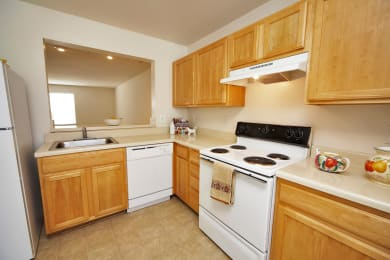 Kitchen stove at Broadwater Townhomes in Chester, VA