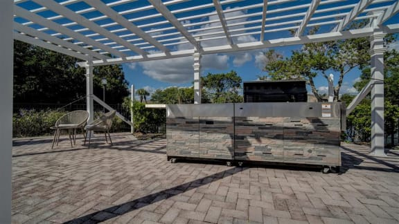 fort myers apartments outdoor grill