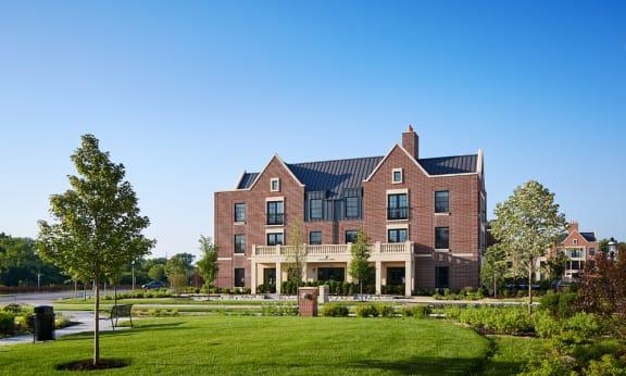 Exterior grounds  - Kelmscott Park Apartments in Lake Forest, IL