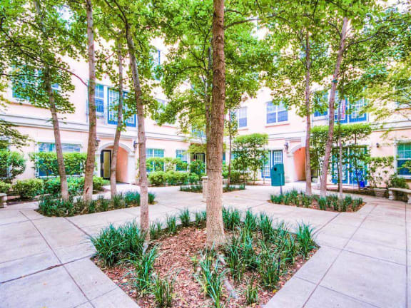 Dog friendly The Villas at Katy Trail in Uptown Dallas, TX, For Rent. Now leasing Studio, 1, 2 and 3 bedroom apartments.