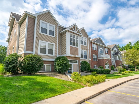 Elegant Exterior View at The Highlands Apartments, Elkhart, Indiana