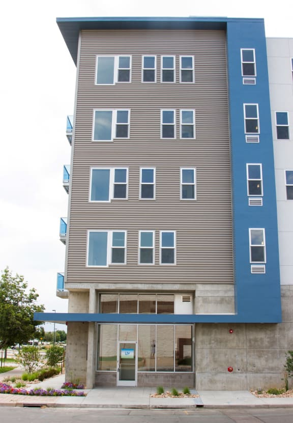 201Lofts Apartments Exterior Building and Entrance