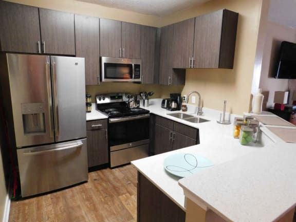 Fully Equipped Kitchen at Lagniappe Of Biloxi Apartment Homes, Biloxi, MS