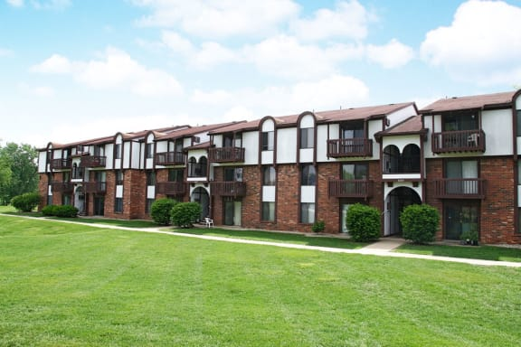 Renovated Apartment Homes Available at Brookside Apartments, Springfield, 49037