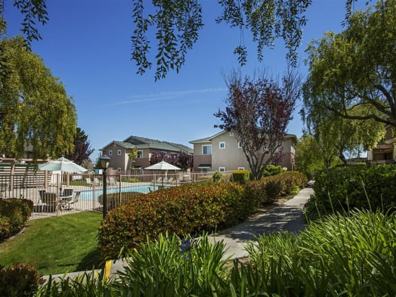 Smoke-Free Community at Knollwood Meadows Apartments, Santa Maria, CA