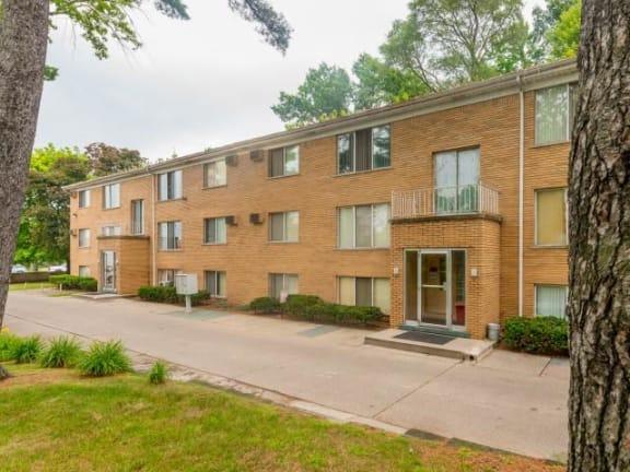 at Lakeshore Pointe Apartments, New Baltimore, MI