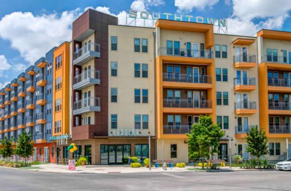 exterior downtown san antonio apartments