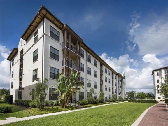 Courtyard Garden Space at Azul Baldwin Park, Florida, 32814