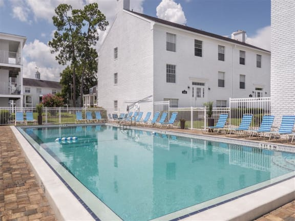 Williamsburg Village's Pool & Sundeck
