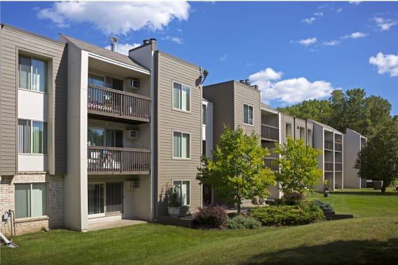 Pebblebrook Flats Apartments- Bloomington, MN