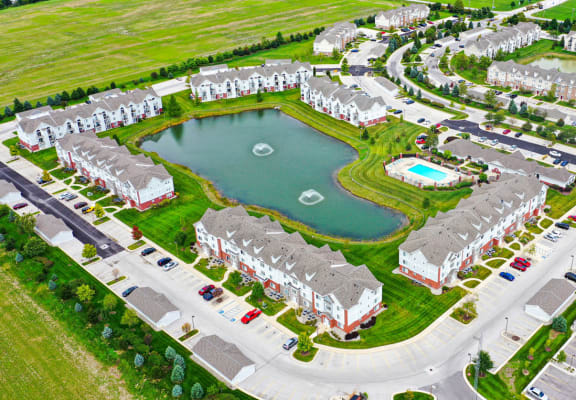 Scenic Pond Views at Tracy Creek Apartment Homes in Perrysburg, Ohio