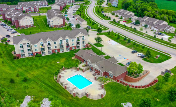 Beautiful Green Surroundings at Lynbrook Apartment Homes and Townhomes, Elkhorn