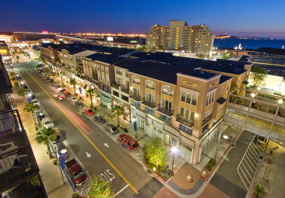 AVE Emeryville at Bay Street Aerial