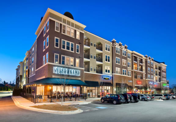 On-Site Restaurants at Windsor at Glenridge, Sandy Springs, 30342