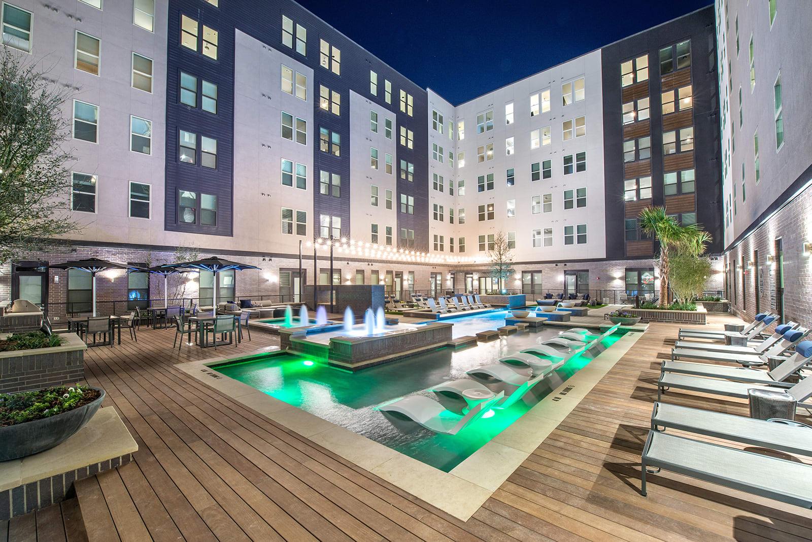 Courtyard pool at Windsor Turtle Creek, Dallas, TX