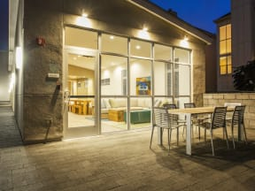 Evening Courtyard Apartments in San Mateo| Mode Apartments