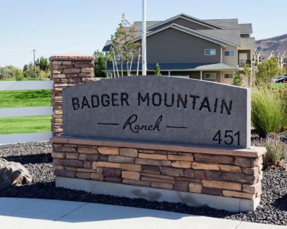 Badger Mountain Ranch monument sign in front of leasing office
