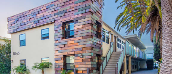 Brentwood-Luxury-Apartments-Luxe-11665-Exterior3