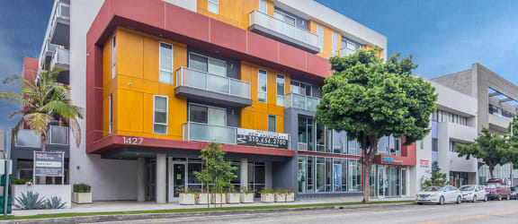 Homepage slider - Exterior front 1427-7th-Street-Santa-Monica-Apartment