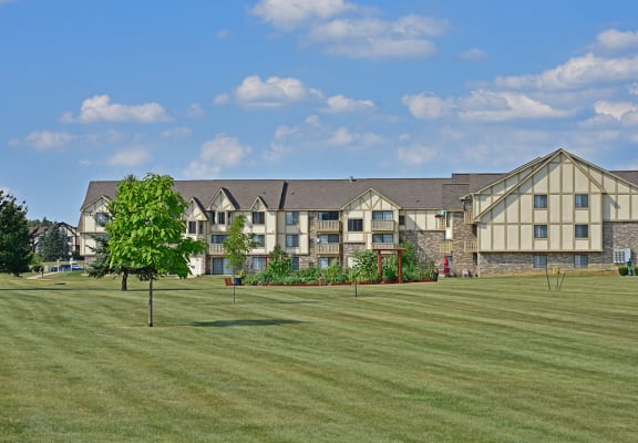 Beautiful Landscaping at Thornridge Apartments, Grand Blanc, 48439
