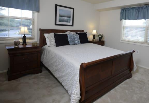 Seminary Roundtop Apartments master bedroom