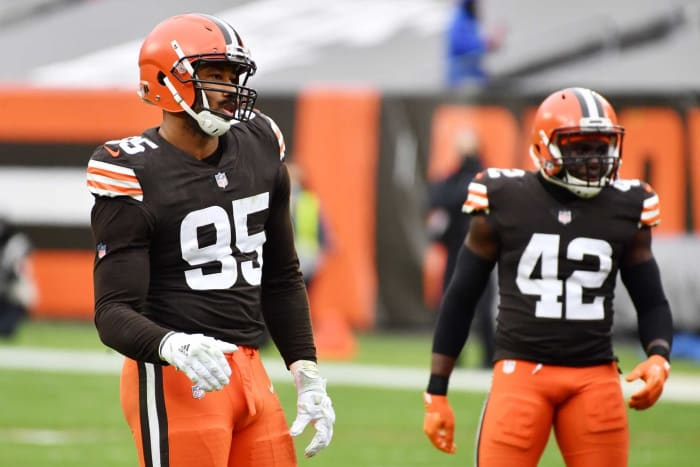 Cleveland Browns: Defensive End