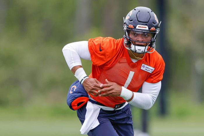 Chicago Bears: Can the Bears compete with rookie Justin Fields?