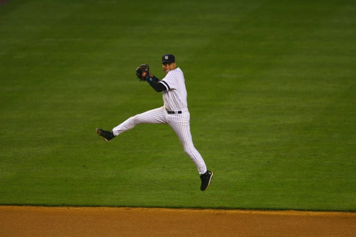 1998: Jeter's patented jump throw