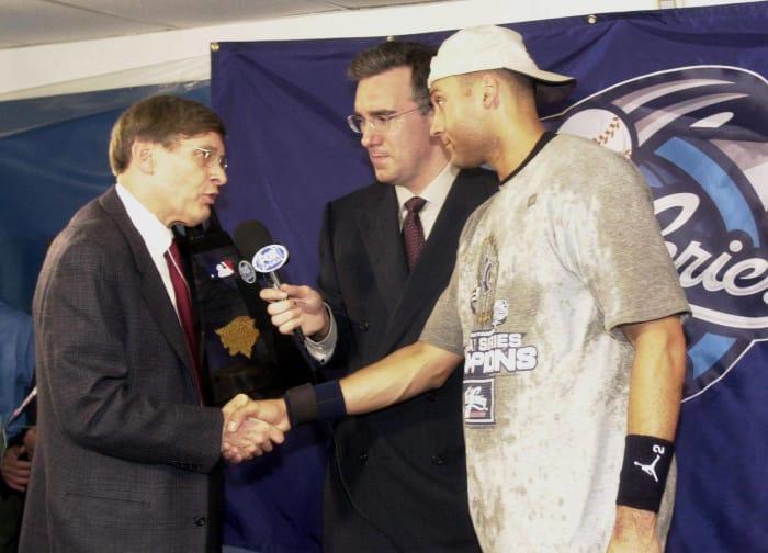 2000: Jeter wins World Series MVP