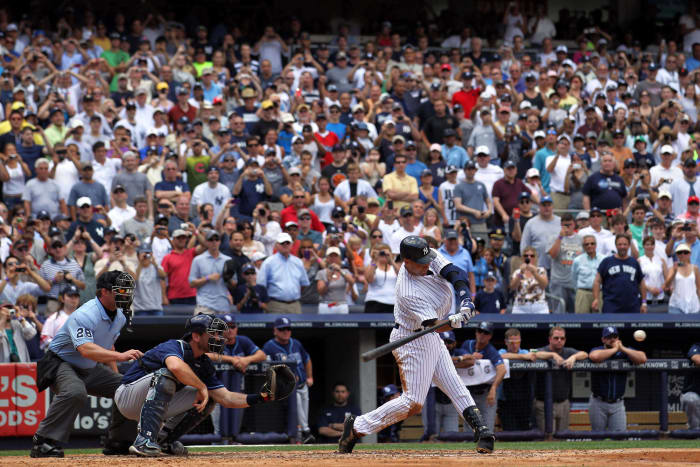 2011: Jeter gets his 3,000th hit