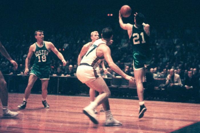 1957: Bill Sharman hits a full-court shot
