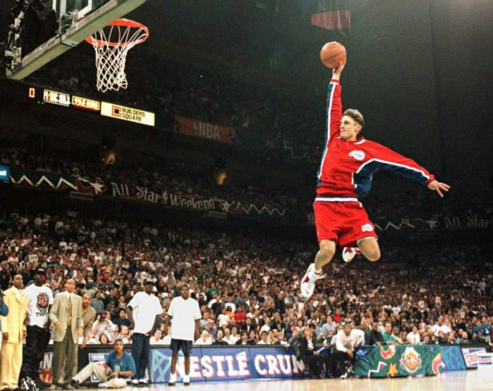 1996: Brent Barry breaks the dunk contest color line
