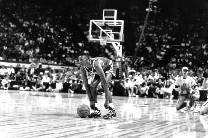 1991: Dee Brown pumps up the Dunk Contest