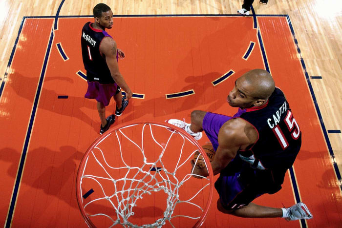 2000: Vince Carter returns the dunk contest to glory
