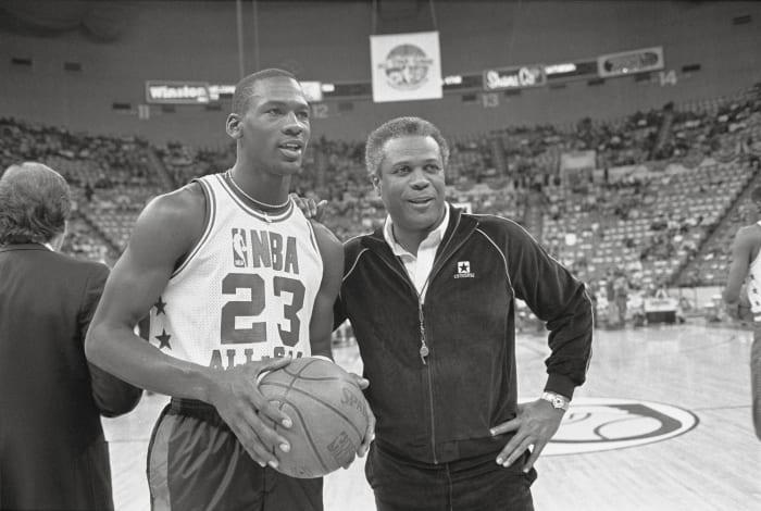 1985: Michael Jordan gets frozen out