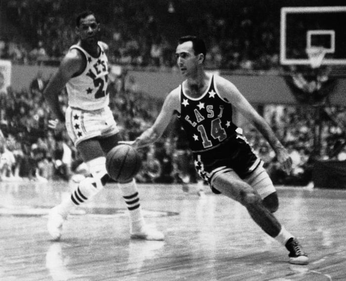 1954: Bob Cousy steals the MVP