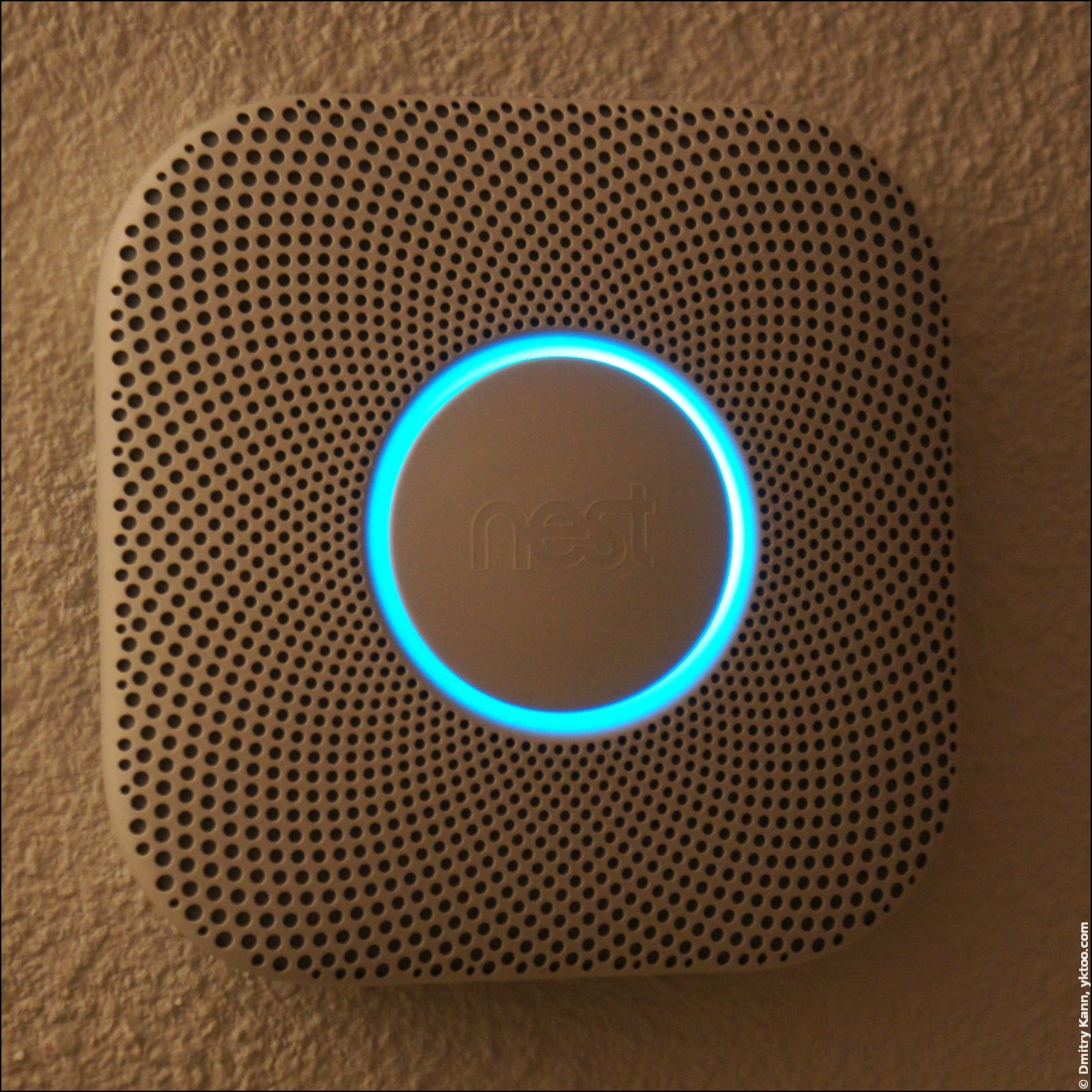 Nest Protect 2 on the ceiling.