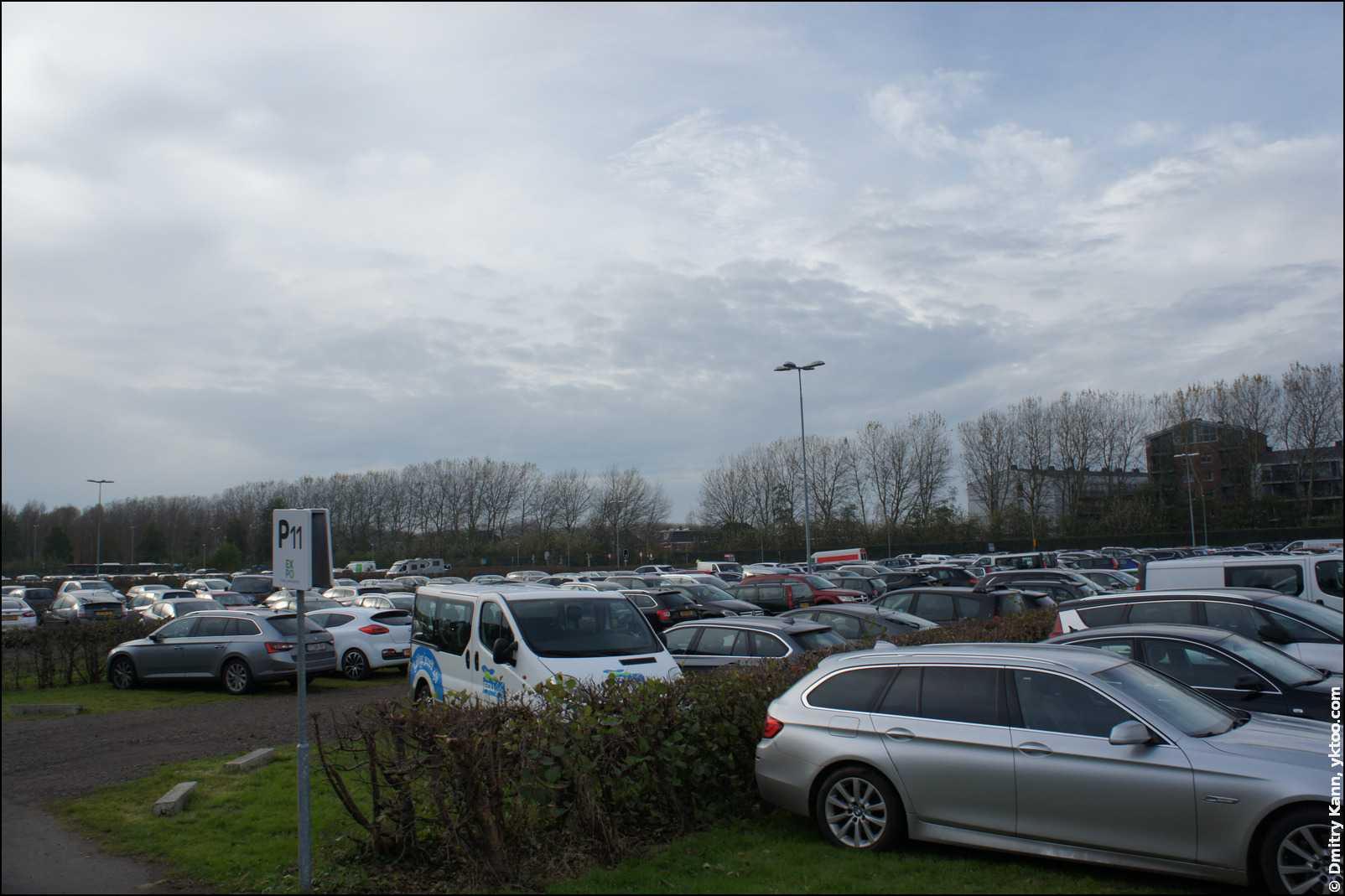 Паркинг у Expo Haarlemmermeer.