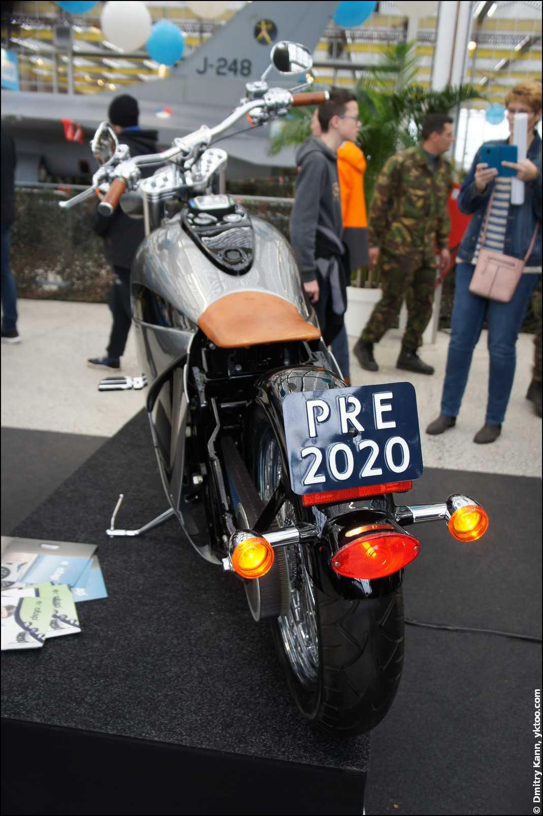 Электрический мотоцикл Orphiro.