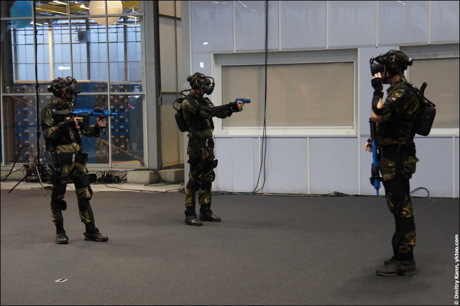 Тактическое задание с SUIT (Small Unit Immersive Trainer).