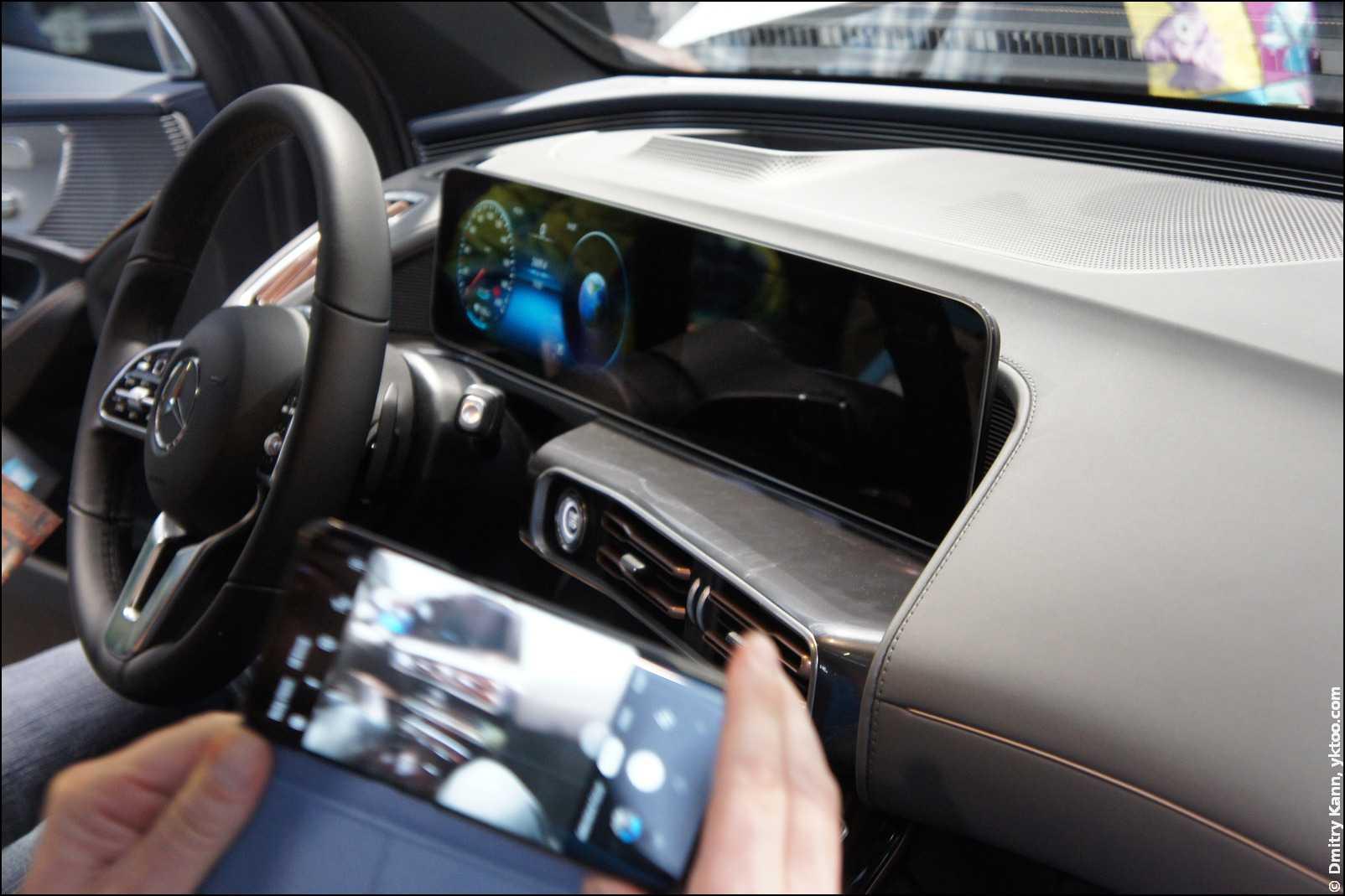 Mercedes EQC — приборная панель.