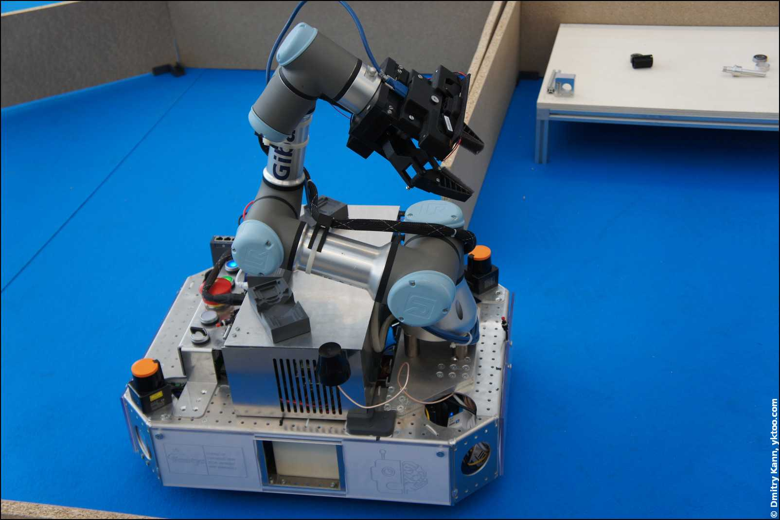 Робот-манипулятор.
