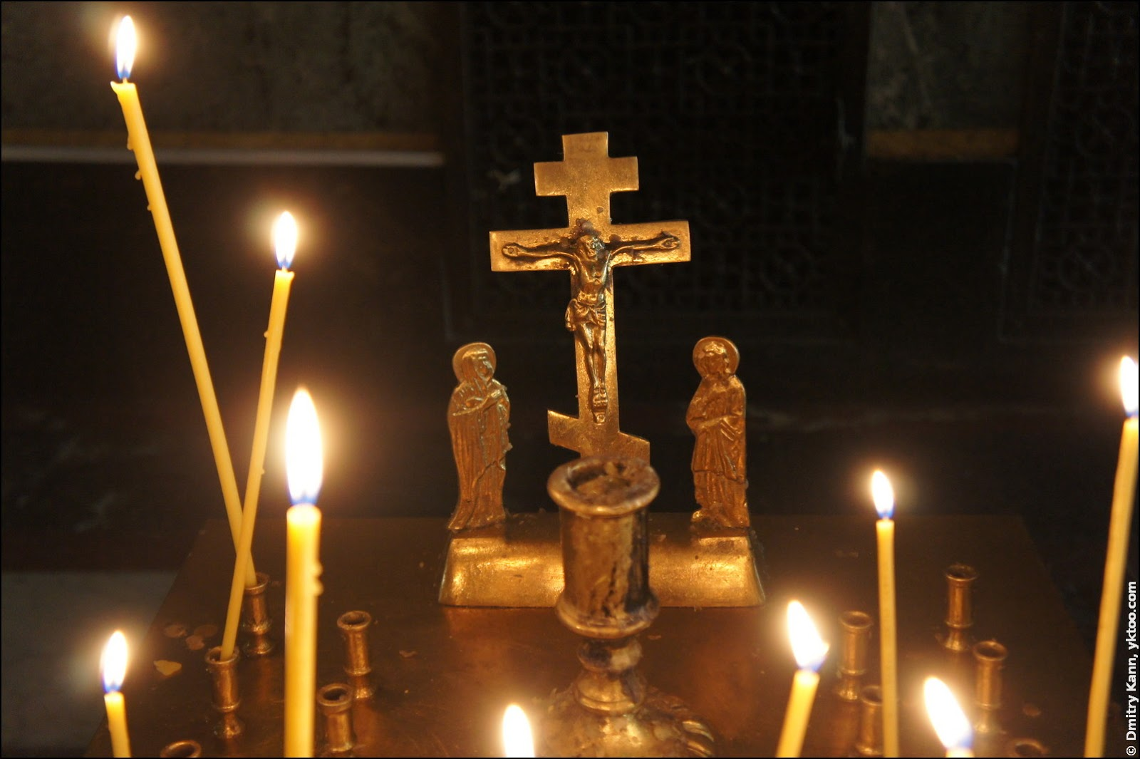 Alexander Nevsky Cathedral: candles.