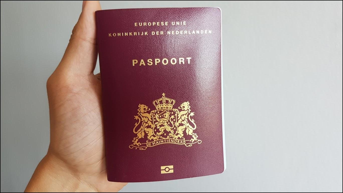 Нидерландский паспорт.