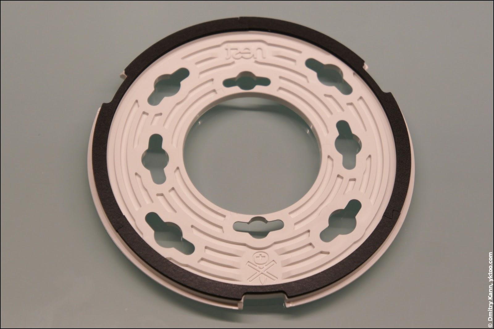 Nest Protect 2 — крепёжное кольцо, вид сзади.