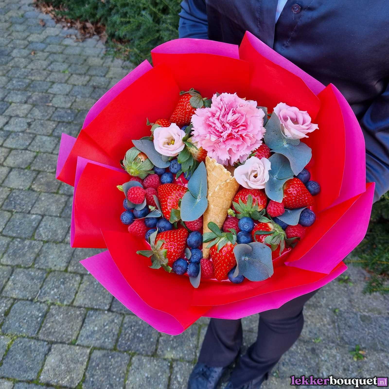 Фруктово-ягодно-цветочный букет.