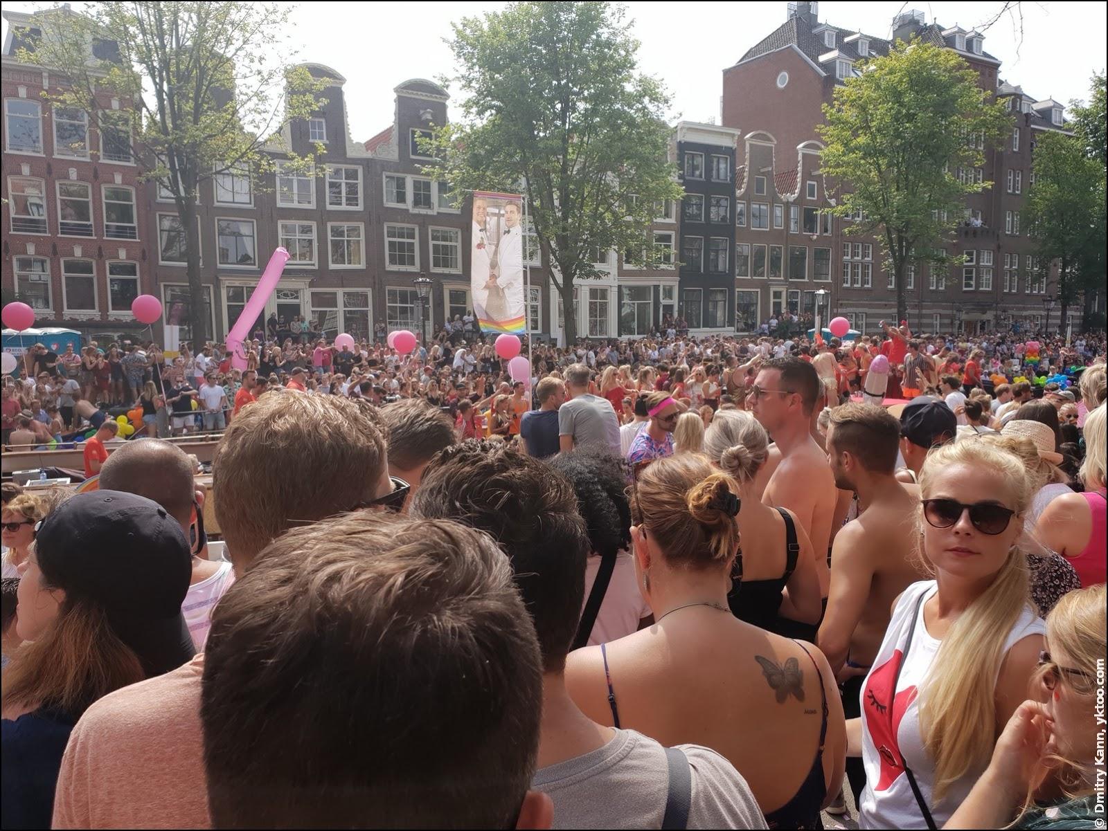 Амстердамский гей-прайд.