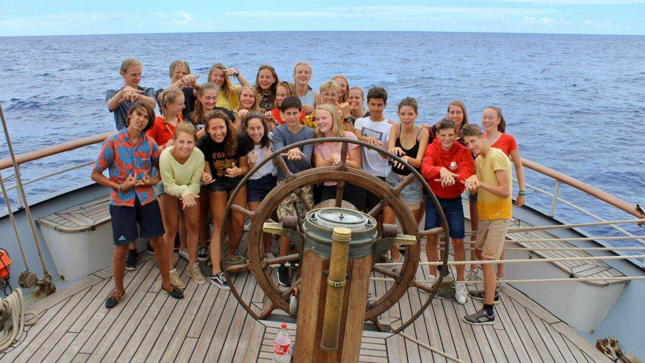 Школьники на борту Wylde Swan. Фото: Masterskip.