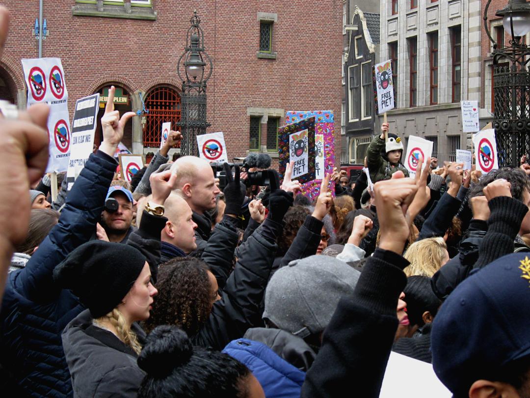 Протест противников Чёрного Пита в Амстердаме (2013 год). Фото: Constablequackers/Wikimedia/CC-BY-SA-3.0.
