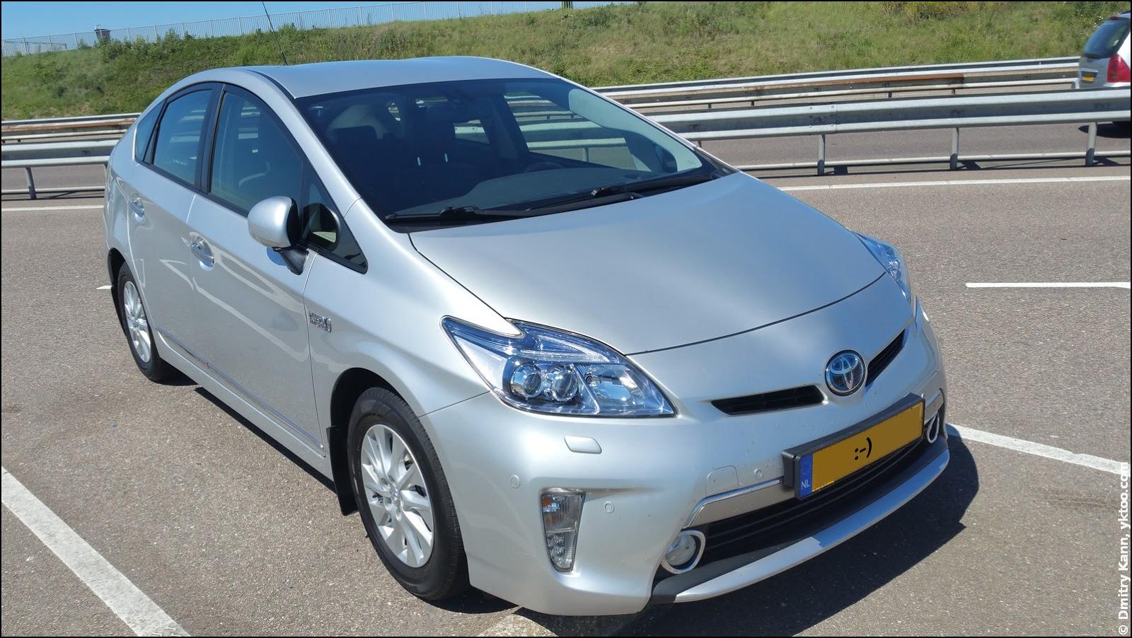Toyota Prius PHV.
